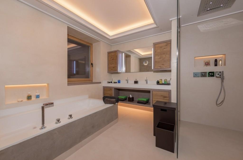 Chalet de luxe en vente en Autriche - salle de bain design et spacieuse