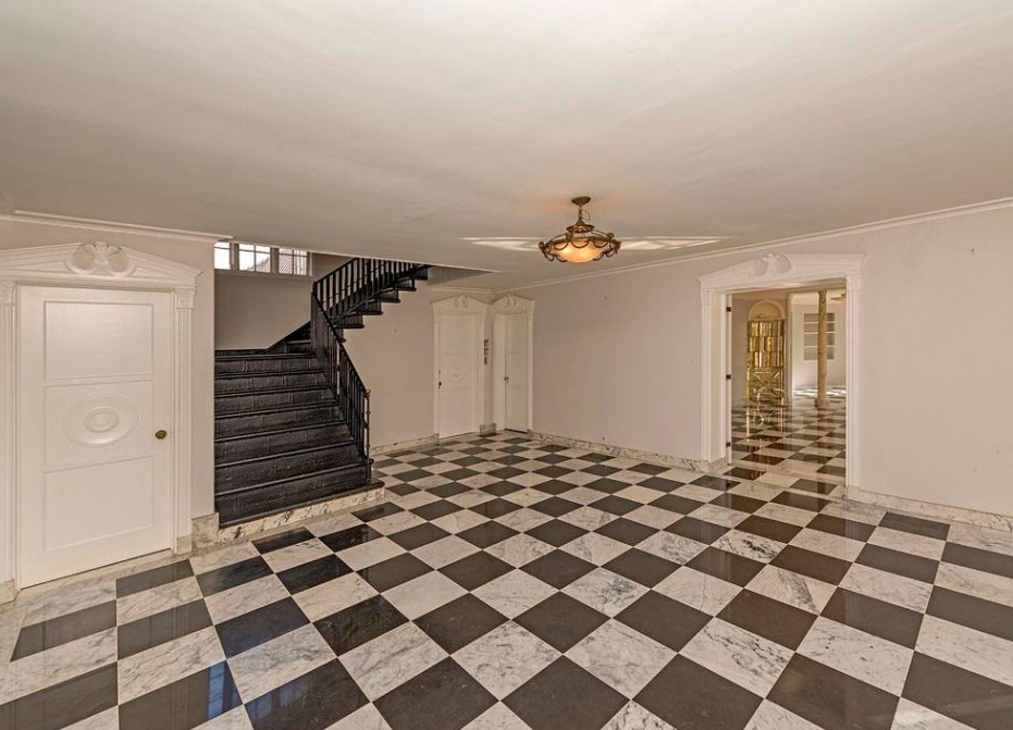 Hall d'entrée d'une maison de prestige en vente à Pacific Palisades