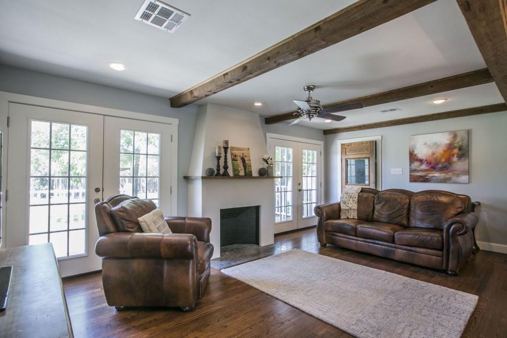 Espace living rustique dans un ranch haut de gamme au Texas