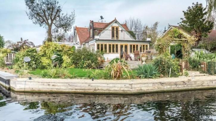 Maison sur une ile, Surrey, Angleterre